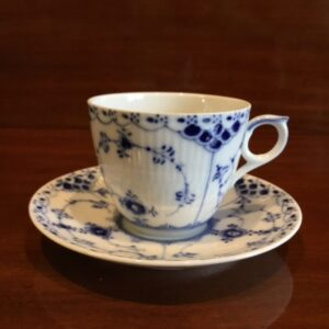 Royal Copenhagen musselmalet halvblonde kaffekop #756