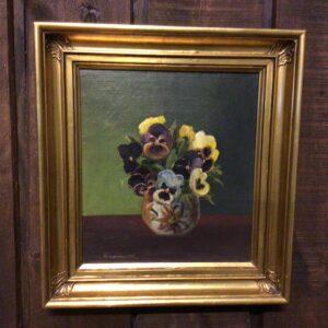Blomstermaleri af Stedmoderblomster i vase på bord
